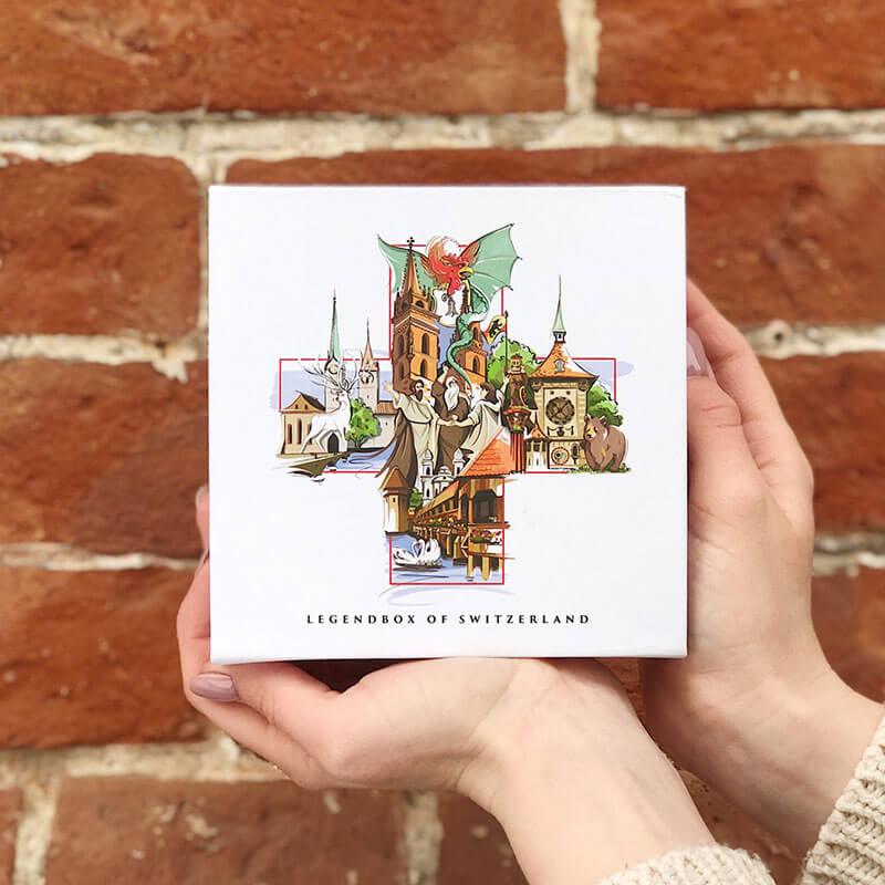 [:en]VARSY'S Legendbox Classic - The perfect gift to share your love for Switzerland and Swiss stories.[:de]VARSY'S Legendbox Classic - Das perfekte Geschenk, um Ihre Liebe zur Schweiz und zu den Schweizer Sagen zu teilen.[:]