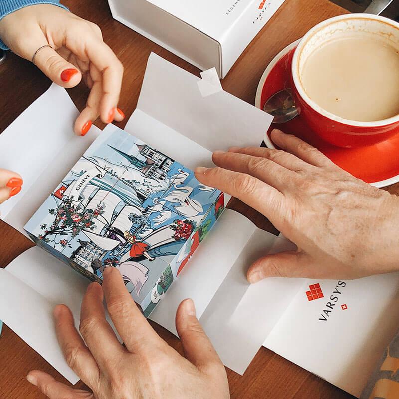 [:en]Share your love for Switzerland: Each legendbox includes 9 cubes with illustrations of Swiss legends, like the story of Geneva for example.[:de]Liebe zur Schweiz teilen: Jede Legendenbox enthält 9 massive Würfel mit handgemalten Illustrationen Schweizer Sagen.[:]